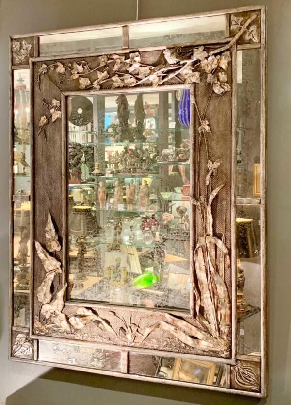 Miroir en bois sculpté du 19e